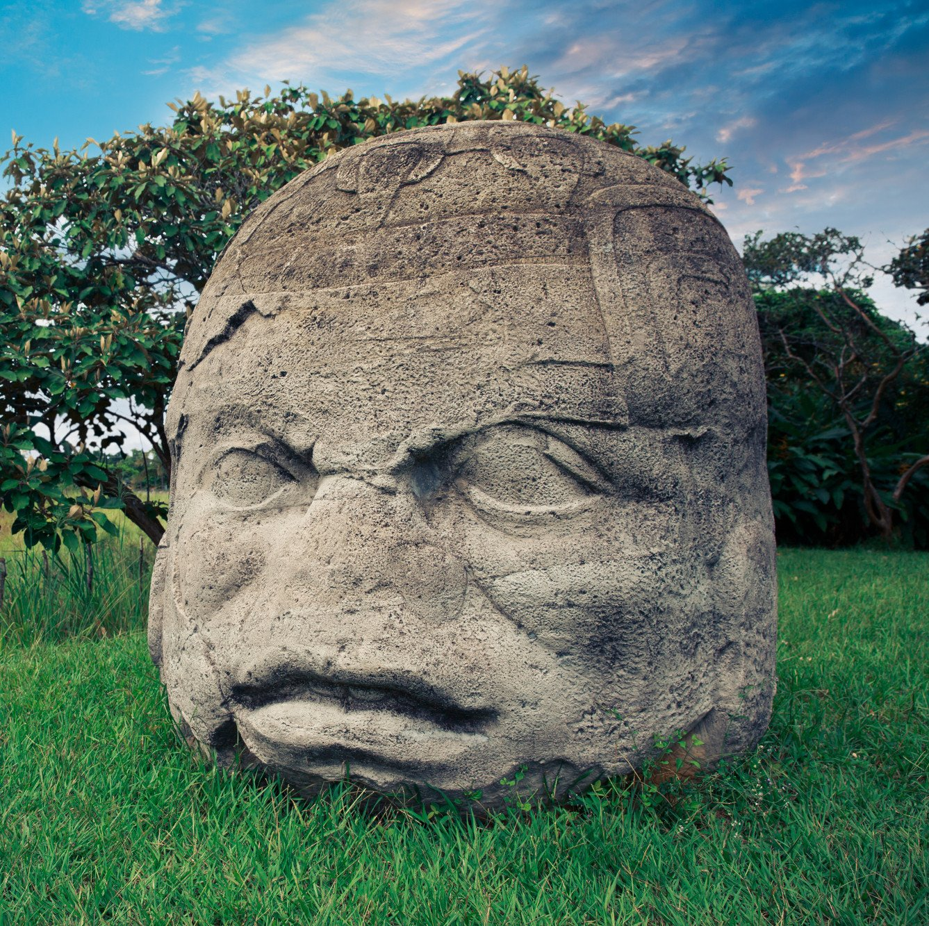 a history of the olmec civilization in mesoamerica The olmec, considered as the 'mother of culture' flourished in the southern region of mesoamerica olmec civilization was one of the first mesoamerican civilizations centred in the gulf of mexico which is present day states of veracruz and tabasco.